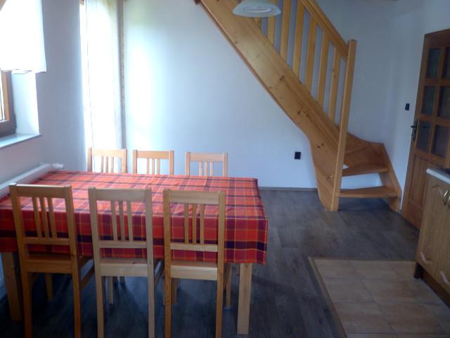 Apartmán 6, jídelní stůl
